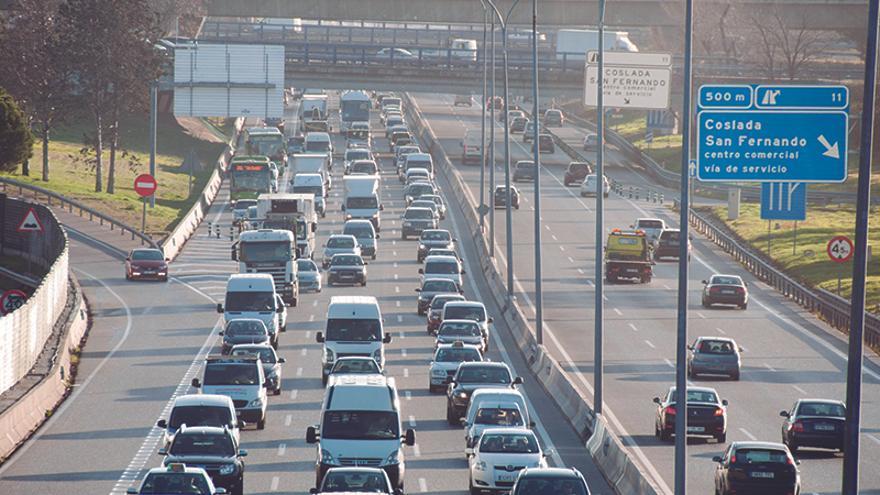 Una autopista en hora punta FOTO: ALBERTO LOYO/123RF