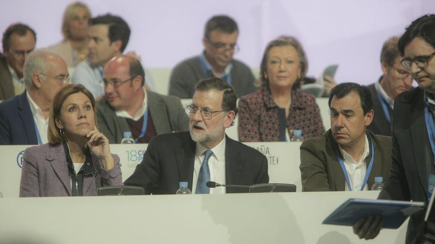 Mariano Rajoy, entre María Dolores de Cospedal y Fernando Martínez-Maillo, nuevo coordinador del PP.