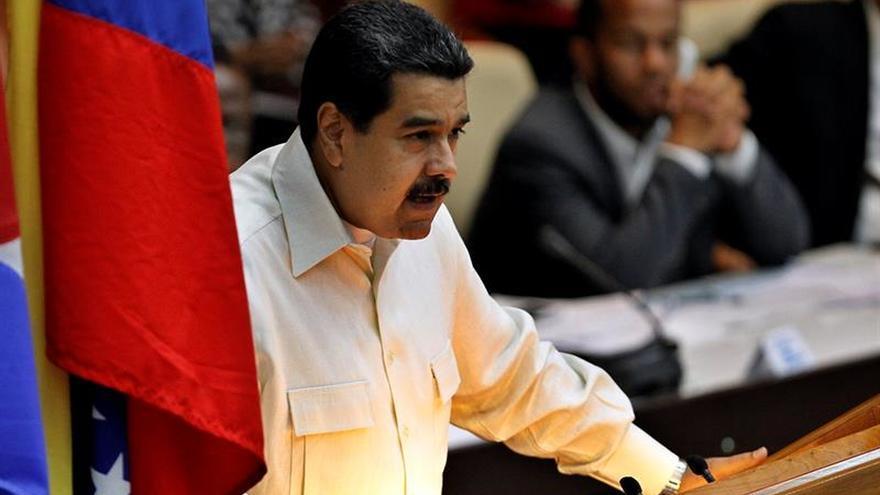 Maduro es atacado con objetos y abucheado tras un desfile militar en Venezuela