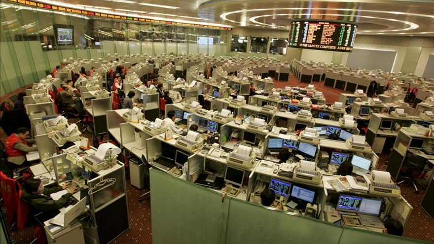 La Bolsa de Hong Kong sube un 0,71 % a media sesión