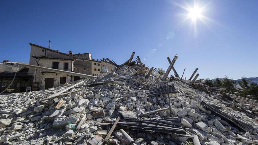 Miles de evacuados por el seísmo en Italia esperan en campamentos ser realojados