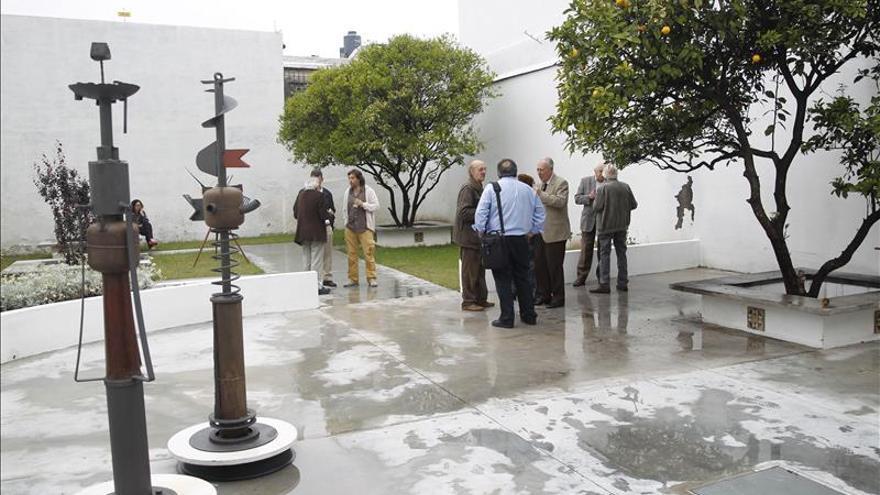 Honran a Benedetti con la inauguración de la nueva sede de su fundación en Uruguay