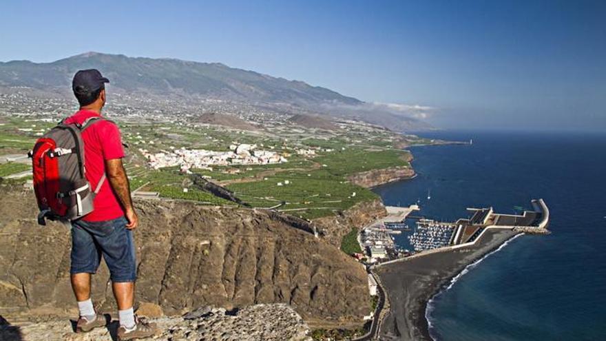 Panorámica del Puerto de Tazacorte desde el sendero de El Time. Foto de Francisco Curbelo Rodríguez facilitada por el Ayuntamiento de Tazacorte.