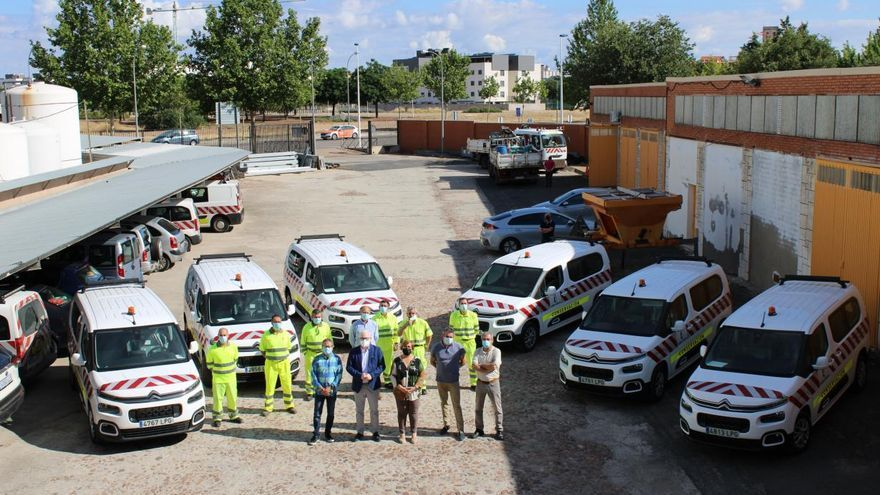Las nuevas furgonetas de la Consejería de Fomento se van a desgastar con tanta foto