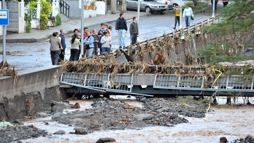 Estado de la cuenca del barranco tras las inundaciones del 1 de febrero de 2010 en María Jiménez (Santa Cruz)