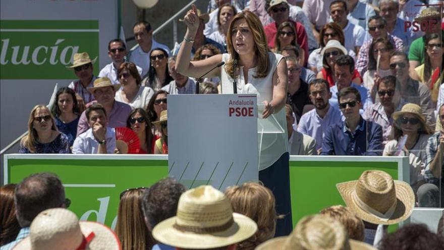 Díaz acusa a Podemos y C's de hacer seguidismo a Rajoy y castigar a andaluces