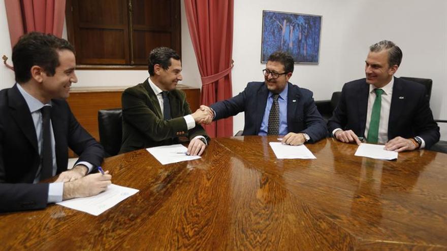 PP y Vox cierran un acuerdo para la investidura de Juanma Moreno en Andalucía