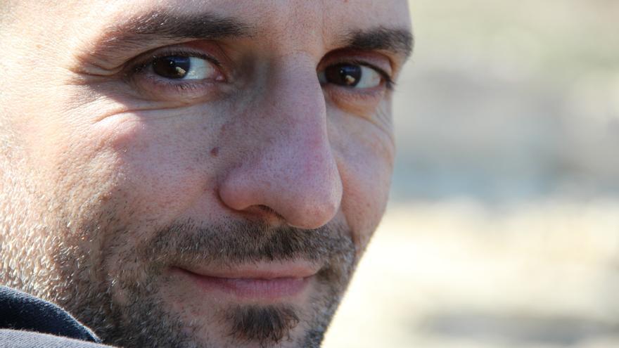 El escritor Pedro Bravo presenta su nuevo libro Biciosos