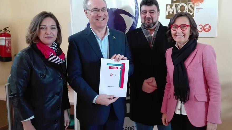Durán, con Ambrosio, Rosa Aguilar y el secretario provincial de UGT.