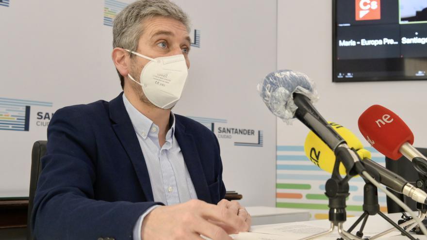 Archivo - El portavoz del equipo de Gobierno de Santander, Javier Ceruti