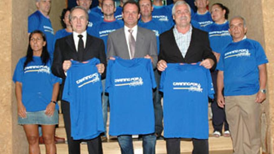 La entrega de dorsales y camisetas tuvo lugar en el Centro Insular de Deportes.