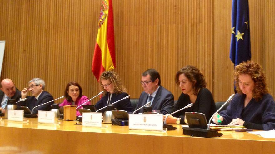 Representantes de todos los grupos parlamentarios menos el PP, en el acto en el Congreso en contra de la reforma de la justicia universal (Foto: Olga Rodríguez)