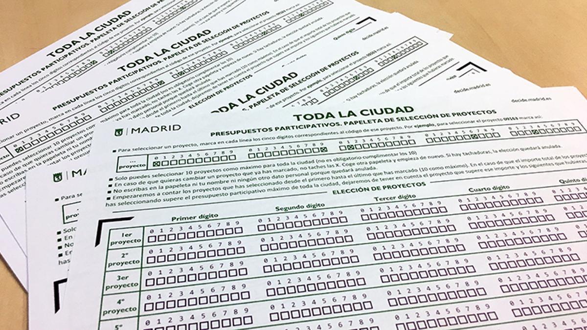 Varias papeletas de votación a los Presupuestos Participativos de 2018