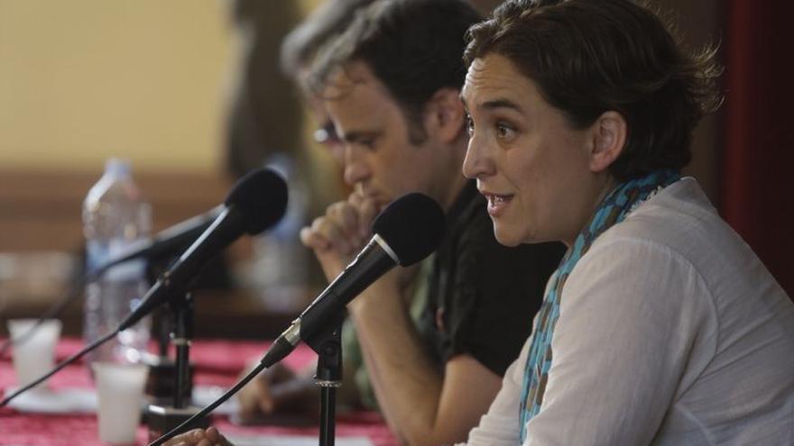 Ada Colau, Jaume Asens y Joan Subirats han presentado la plataforma Guanyem Barcelona. /EDU BAYER