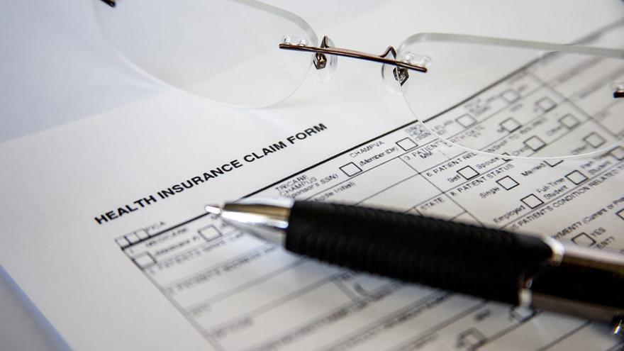 Formulario de un seguro sanitario.