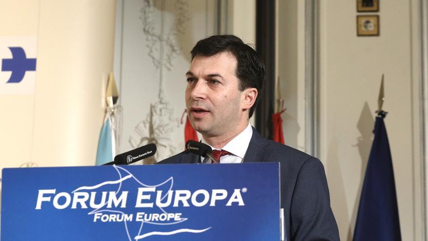 El candidato del PSdeG, Gonzalo Caballero, en el desayuno de Nueva Economía Forum.