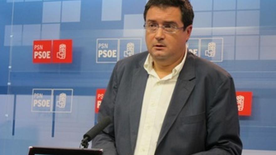 Oscar López.
