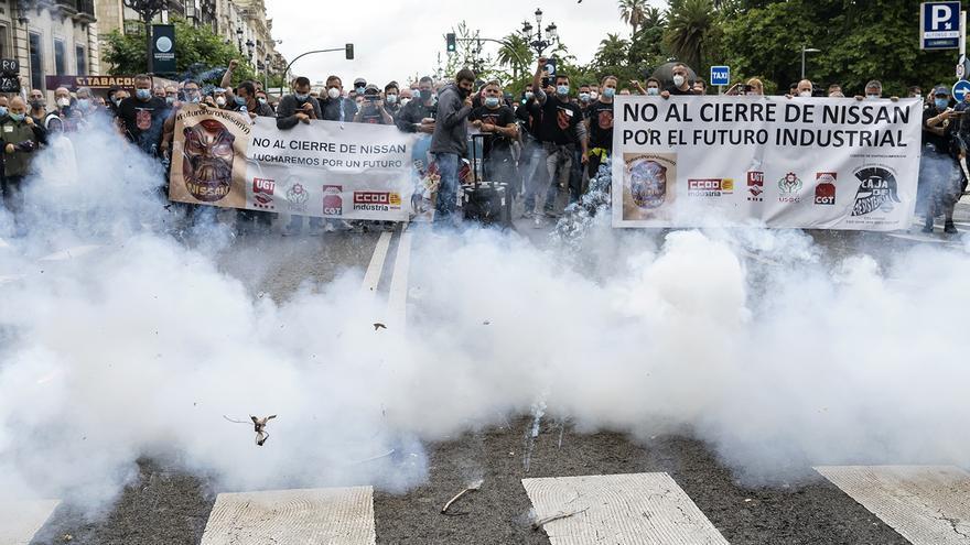 Manifestación de los trabajadores de Nissan Barcelona en Santander. | JOAQUÍN GÓMEZ SASTRE