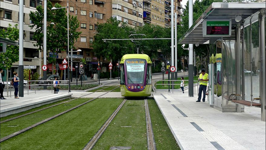 El tranvía de Jaén durante uno de los escasos días que funcionó en periodo de pruebas.