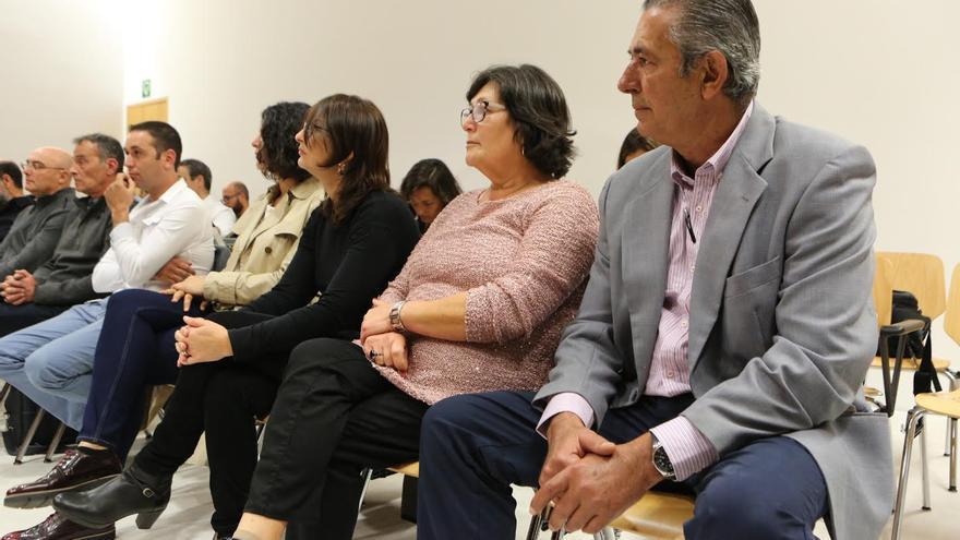Los acusados, con José Francisco Reyes en primer término. (ALEJANDRO RAMOS)