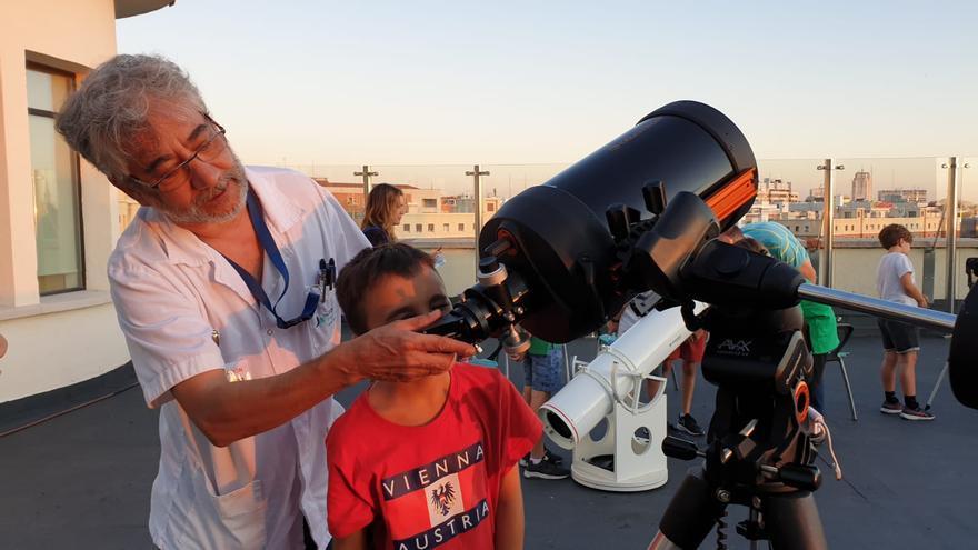 La inciativa 'estelar' llevada a cabo por la Fundación Jiménez Díaz no habría sido posible sin la colaboración de la Agrupación Astronómica madrileña.