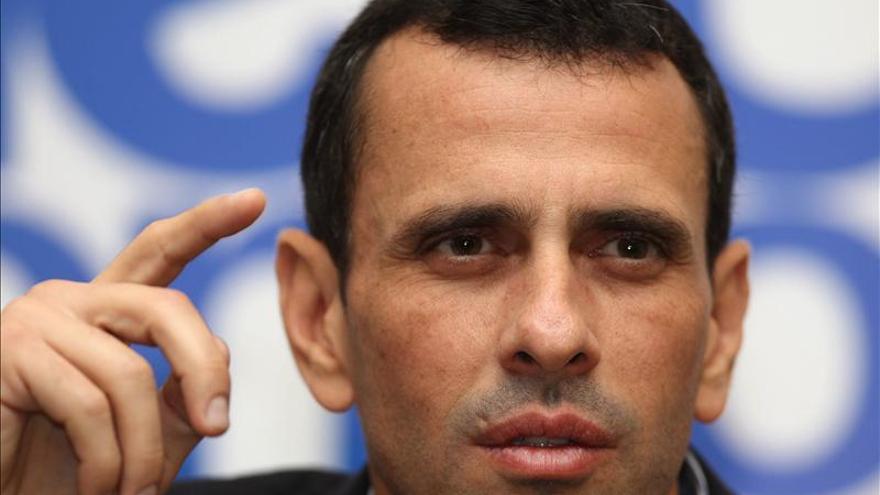 Capriles acusa a Maduro de convertir a Venezuela en el país del mercado negro