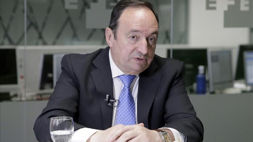 Pedro Sanz vería bien un pacto PP-PSOE ante el riesgo de que se rompa el sistema