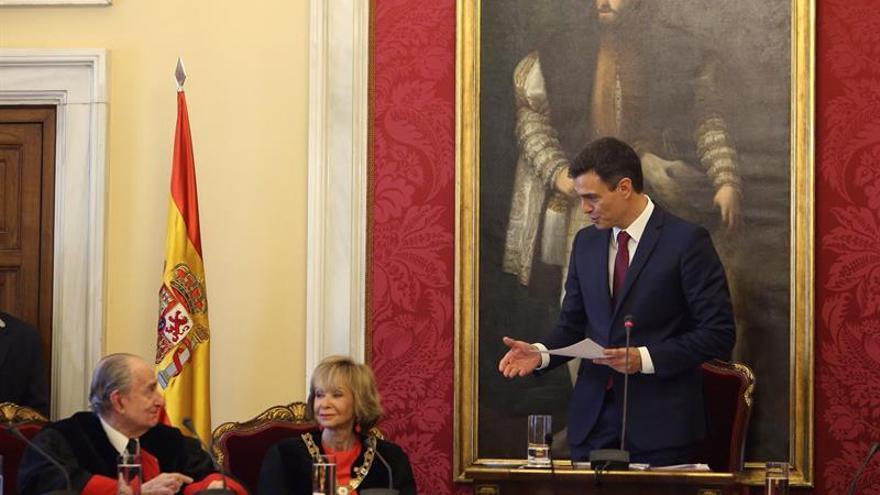 Pedro Sánchez, durante la toma de posesión de María Teresa Fernández de la Vega como presidenta del Consejo de Estado