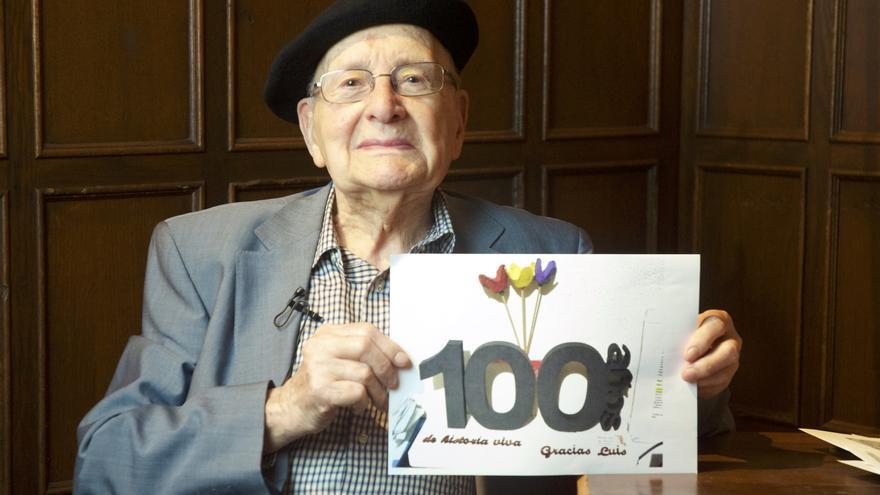 Luis Ortiz posa para eldiario.es antes de su 100 cumpleaños