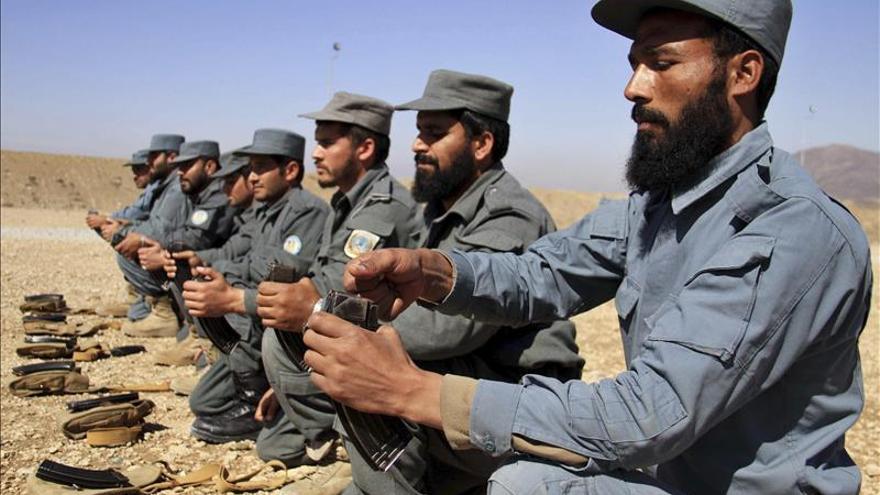 Una decena de muertos en un choque entre policías y talibanes en Afganistán