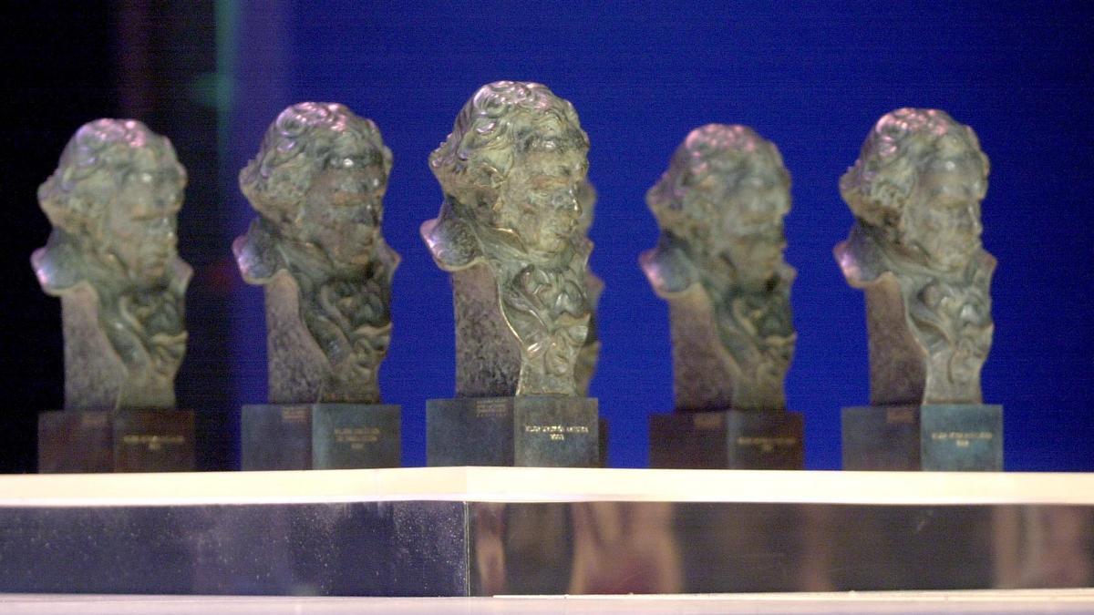 Vista general de las estatuillas de los premios Goya. EFE/J.J. Guillén/Archivo