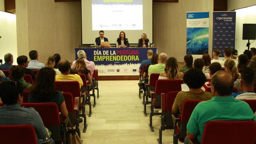 Presentación en La Palma de la jornada 'El Día de la Persona Emprendedora', que se celebró en el Cetro Cultural CajaCanarias.