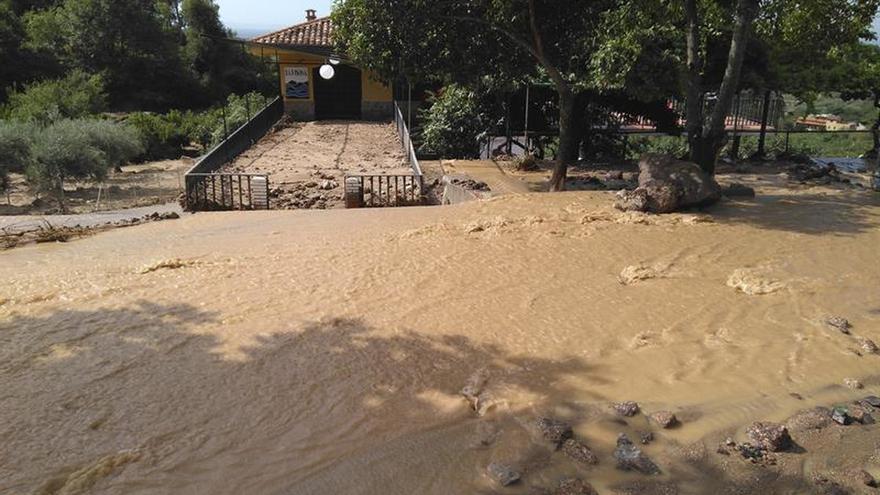 Una fisura en una balsa, origen de las inundaciones en Valverde de la Vera (Cáceres)