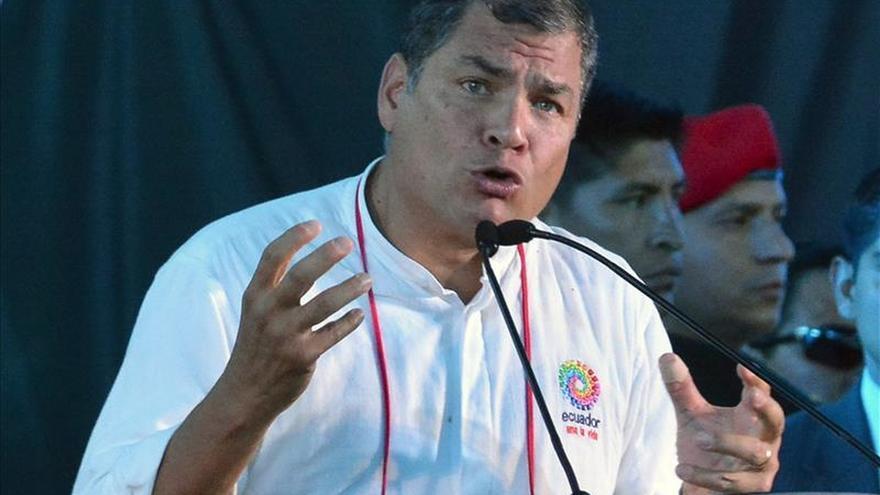El presidente de Ecuador afirma que la oposición del país y de Venezuela son golpistas