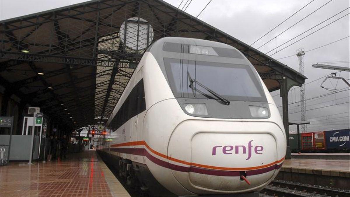 Un tren Avant a su llegada a Valladolid.