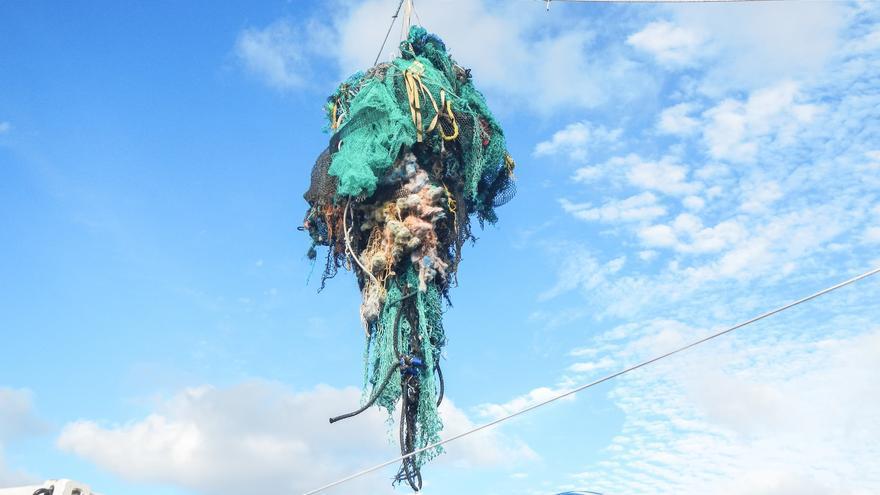 Imagen del trabajo de Ocean Cleanup, una ONG holandesa que aspira a terminar con esta mancha oceánica // Ocean Cleanup