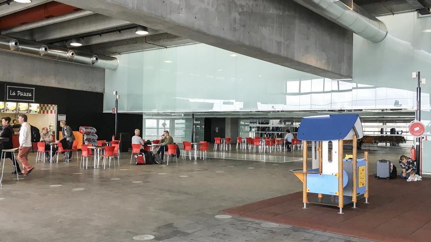 El Aeropuerto de La Palma ha puesto en servicio la ampliación de la sala de embarque (en la imagen), con una superficie adicional de 3.000 metros cuadrados (m2), pasando de 6.200 a 9.200 m2.