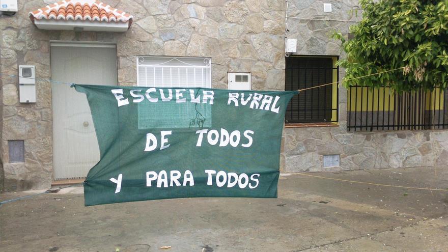 Protesta contra cierre de escuelas rurales en Castilla-La Mancha
