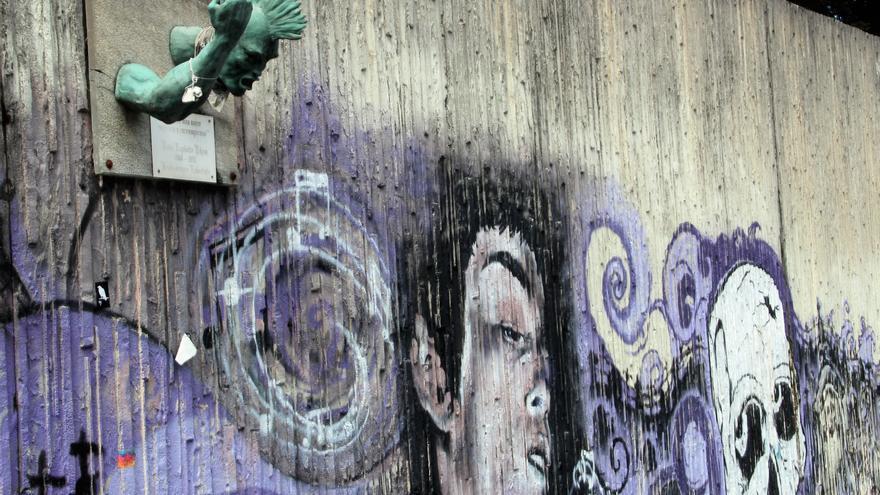 Mural y escultura en homenaje al grupo de música Eskorbuto (Santurce).