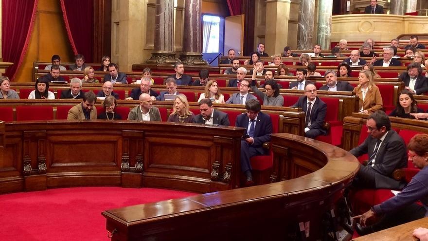 El Parlament aprueba la ley exprés antidesahucios para sortear la suspensión del TC