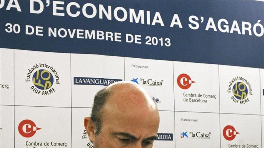 """De Guindos se muestra """"convencido"""" de que la economía española crecerá en 2014"""