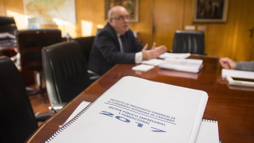 El Gobierno bipartito ha pactado el presupuesto de Cantabria con Ciudadanos.   ROMÁN GARCÍA