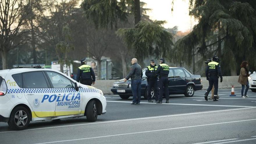 Poco tráfico en Madrid y primeras multas a coches con matrícula par