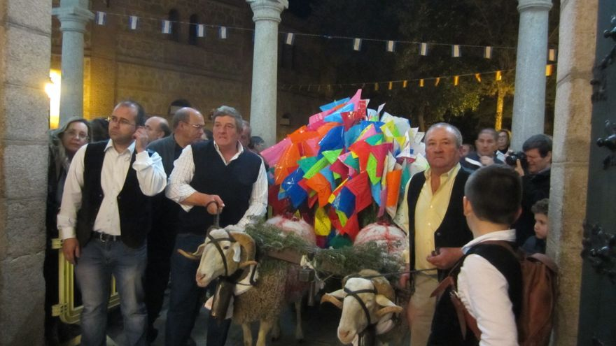 El Carrito de Mondas entrando al templo