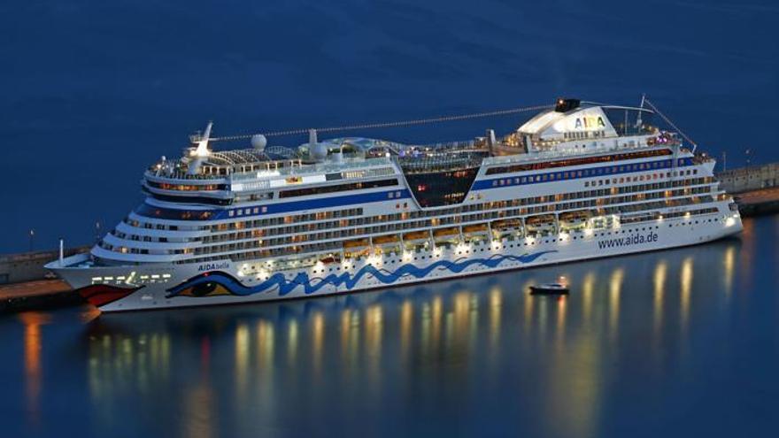 Crucero atracado en Santa Cruz