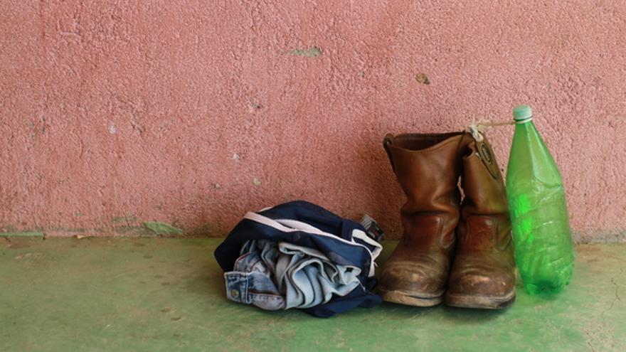 Pertenencias de un migrante en Ixtepec, México, 2010 © Marc Silver