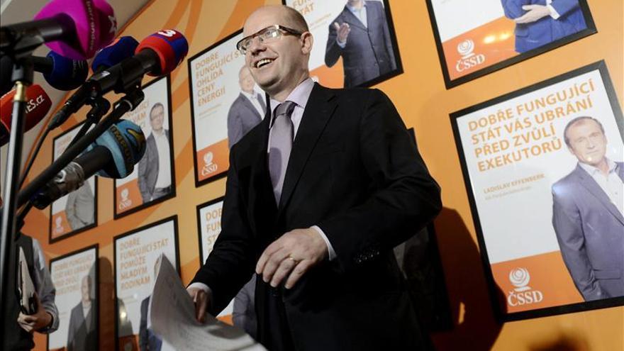 El presidente checo nombrará al socialdemócrata Sobotka nuevo primer ministro