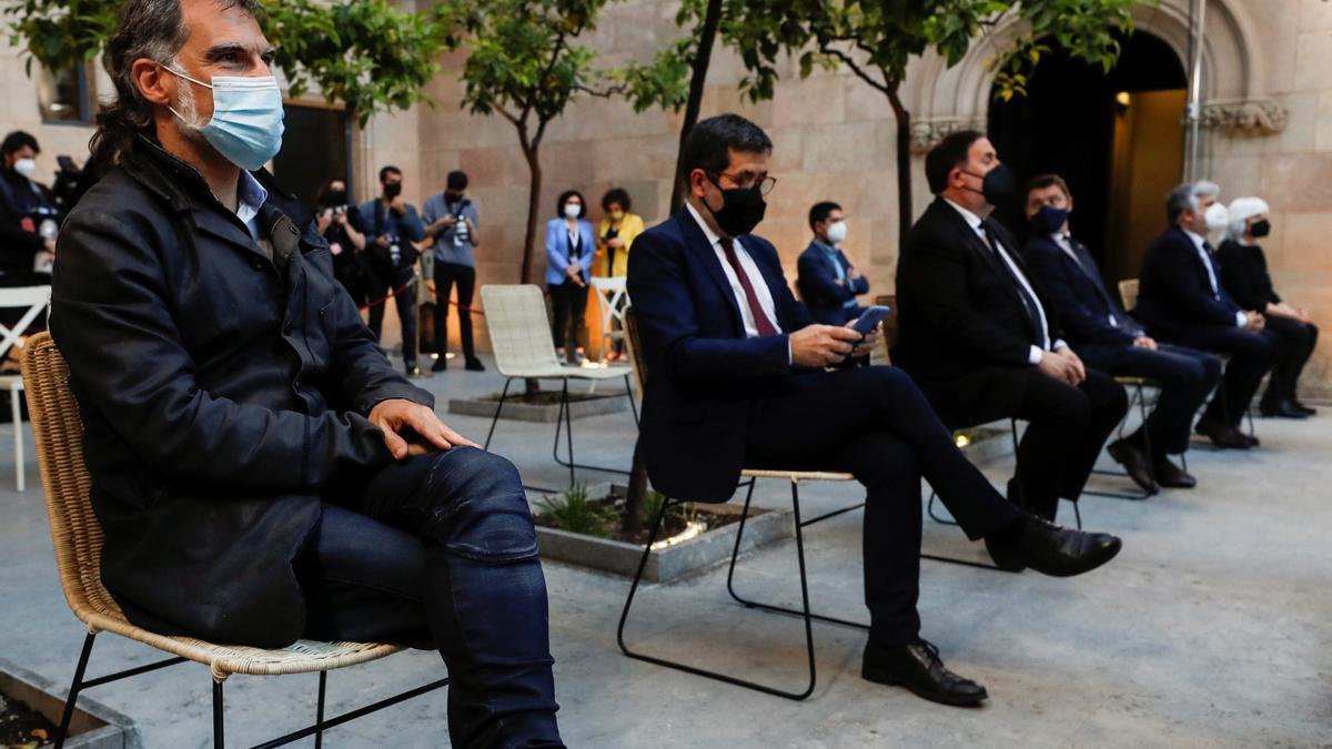 El presidente de Omnium Cultural, Jordi Cuixart; el secretario general de JxCat, Jordi Sànchez, el presidente de ERC y ex vicepresidente de la Generalitat, Oriol Junqueras, y el nuevo presidente de la Generalitat, Pere Aragonès.