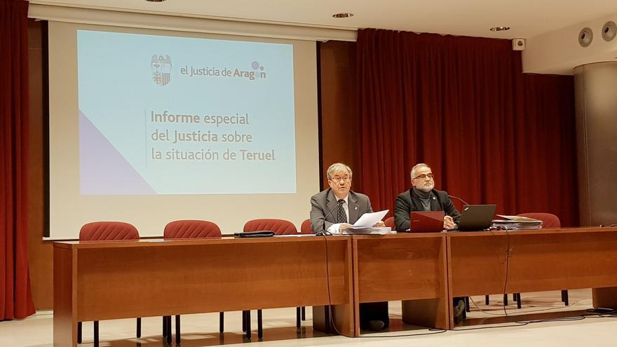 El Justicia de Aragón, Ángel Dolado, en la presentación del informe especial sobre la situación de Teruel