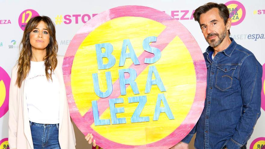 Mediaset dice 'Stop basuraleza' en su nueva campaña de '12 meses' con Santi Millán e Isabel Jiménez